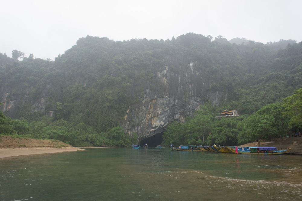 Entrance to Phong Nga Cave